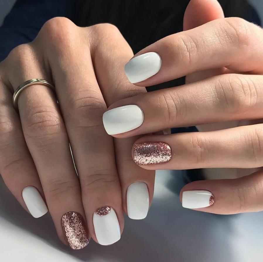 Дизайн ногтей на короткие ногти квадратной формы с дизайном 2021